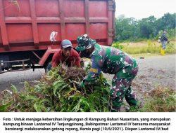 Jaga Kebersihan di KBN, Babinpotmar Lantamal IV Goro bersama Masyarakat