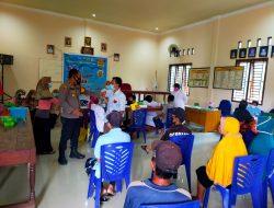 Kapolsek Jaluko Tinjau Pelaksanaan Vaksinasi Massal Tahap 1 Dikantor Desa Sarang Burung Kecamatan Jaluko