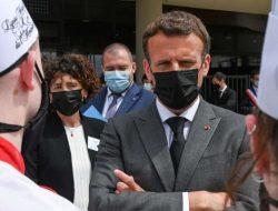 Saat Melakukan Kunjungan, Presiden Prancis di tampar Begini Reaksinya