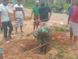 Tepis Ancaman Banjir, Babinsa Bangun Saluran Air di Ibukota Bobong