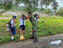 Tepis Serangan Corona di Taliabu, Babinsa Salurkan Masker ke Pelajar