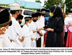 Kunjungi Ponpes dan Panti Asuhan di Bintan, TP-PKK Kepri Berikan Santunan