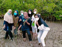 Peduli Abrasi, Kukerta UNRI 2021 Lakukan Penanaman Mangrove Di Kampung Lalang Kecamatan Sungai Apit