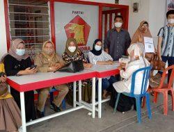"Etek Yernita "" Kawal "" Vaksinasi Hari Ke 2 (Dua) di Kantor DPC Gerindra Kota Payakumbuh"