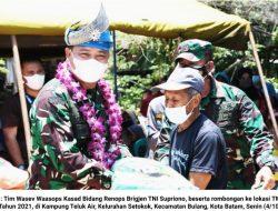 Perintah Kasad, Tim Wasev Mabes TNI Kunjungi Lokasi TMMD 112 di Kampung Teluk Air