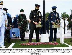 HUT '76 TNI: Tiga Matra TNI Ziarah dan Tabur Bunga di TMP Pusara Bhakti