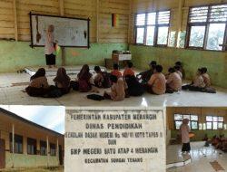 Kurang Lebih Dua Tahun Murid SMP Satap  (Satu Atap) 4 Merangin Belajar Duduk Di Lantai