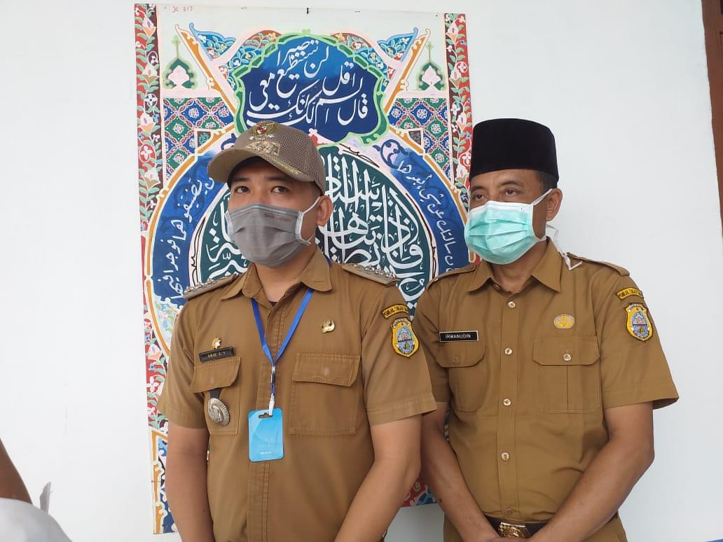 Perdana Rt Rw Sekecamatan Ikut Upacara Bendera Dilapangan Kantor Camat Sabak Barat Cmczone Com